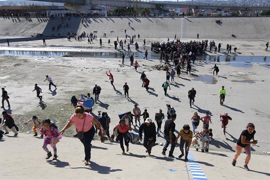 México pide a EEUU investigar incidentes con migrantes en frontera de Tijuana
