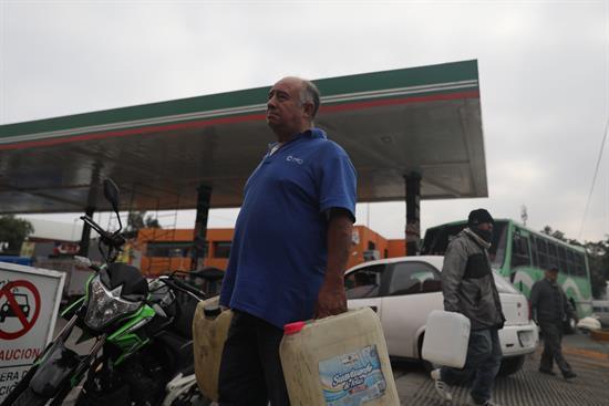 Desabasto de gasolina se convierte en la primera gran crisis de López Obrador