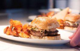 Las compañías de comida rápida dirigen más publicidad a jóvenes de minorías